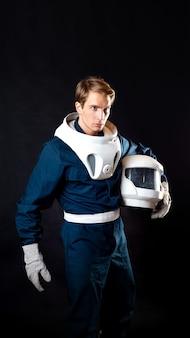 De held van een sciencefictionverhaal bereidt zich voor om de ruimte te veroveren
