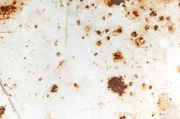 De heldere roest bevlekt textuurverf die door aan roest tonen