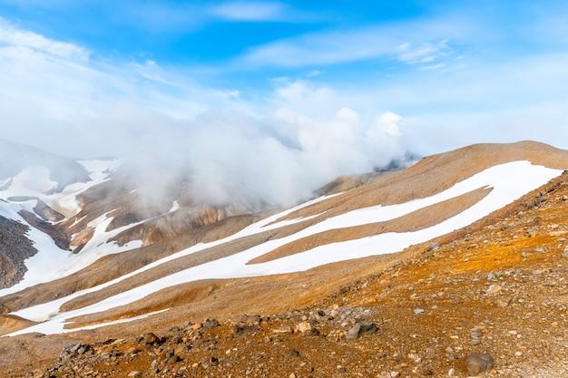 De hellingen van de vulkaan tolbachik, kamchatka, rusland