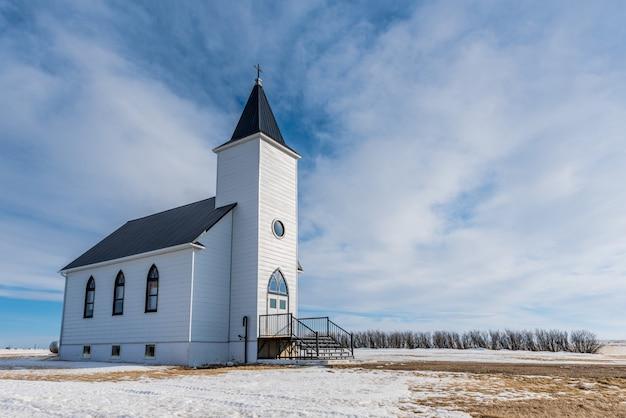De historische maar verlaten trinity lutheran church in st. boswells, sk