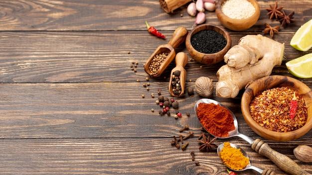 De hoge mengeling van het hoek aziatische voedselkruiden met exemplaarruimte