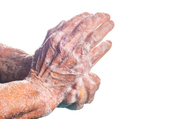 De hogere handen die van de vrouwenwas zeep op wit, hygiëneconcept gebruiken