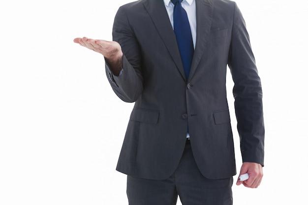 De holding van de zakenman deelt in presentatie uit