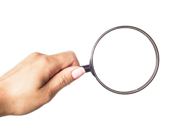 De holdingsvergrootglas van de hand dat op wit wordt geïsoleerd