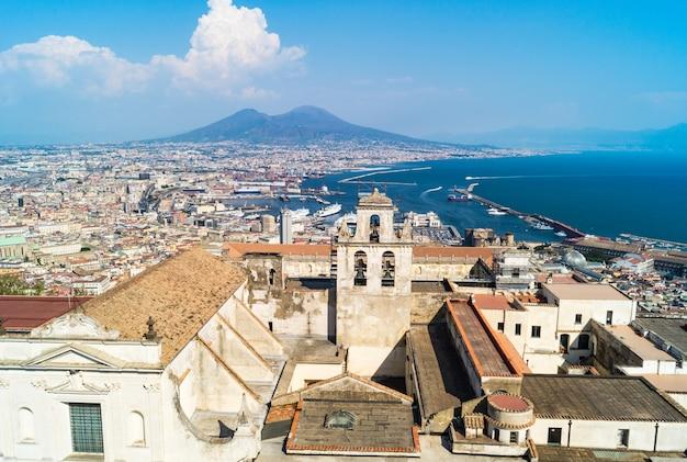 De horizon van napels van castel sant'elmo, italië
