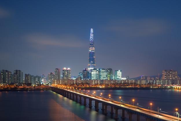De horizon van zuid-korea van seoel, het beste uitzicht van zuid-korea met lotte-wereldwandelgalerij in jamsil.