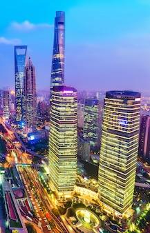 De horizoncityscape van shanghai, de moderne bouw van het lujiazui financiële centrum in shanghai china.