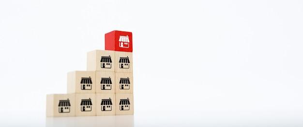 De houten blokkenstapel met pictogrammen van de franchisebedrijfsopslag