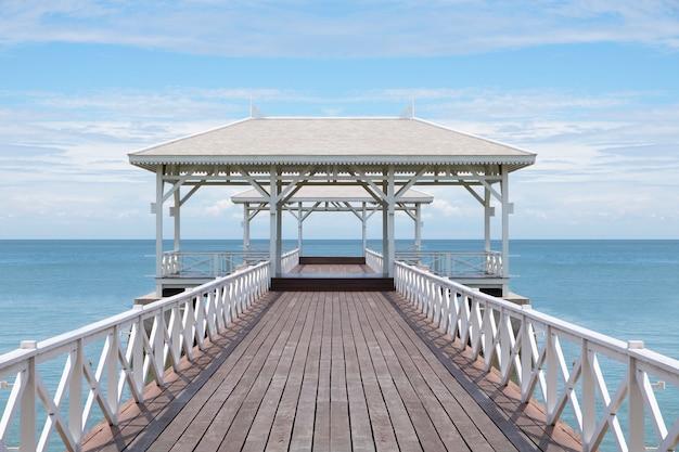 De houten brug gaat naar paviljoen op het overzees, mooi strand op zonnige dag