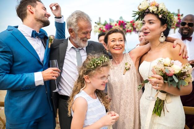 De huwelijksdag van het jonge kaukasische paar