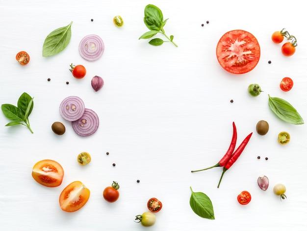 De ingrediënten voor zelfgemaakte pizza
