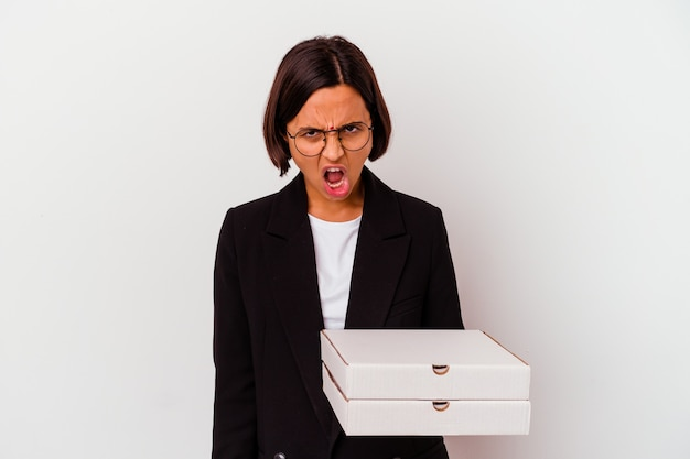 De jonge geïsoleerde pizza's van de bedrijfs indische vrouwenholding zeer boos en agressief schreeuwen.