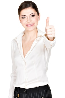 De jonge gelukkige vrouw met duimen ondertekent omhoog in wit bureauoverhemd -.