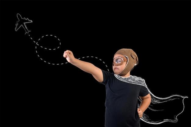 De jongen doet zich voor als een superheld en speelt als astronaut. teken concept