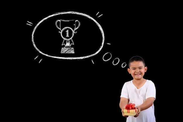 De jongen vertegenwoordigt winnende nummer 1 voor alles.
