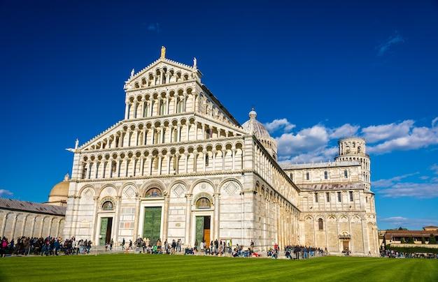 De kathedraal en de toren van pisa - italië