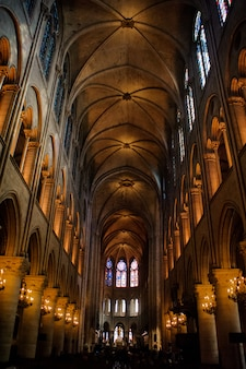 De kathedraal van notre dame de paris. notre dame de paris is een prachtige middeleeuwse katholieke kathedraal