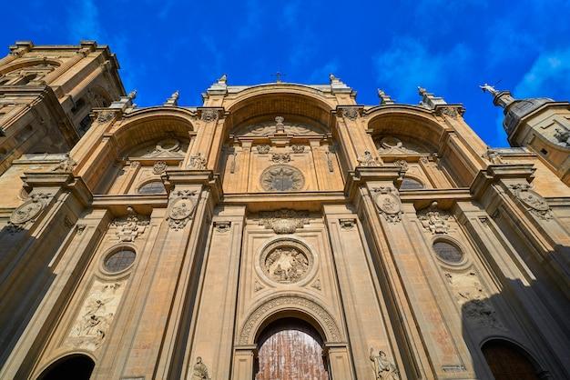 De kathedraalvoorgevel van granada in spanje