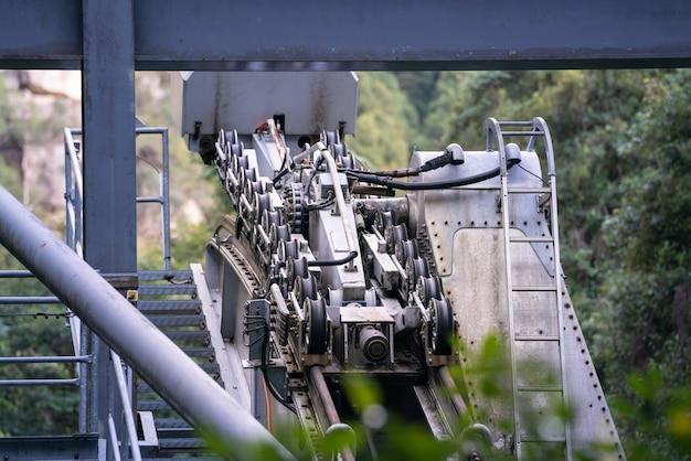 De katrolversnellingen van kabelbaan op cabines of kabelspoorwegen.