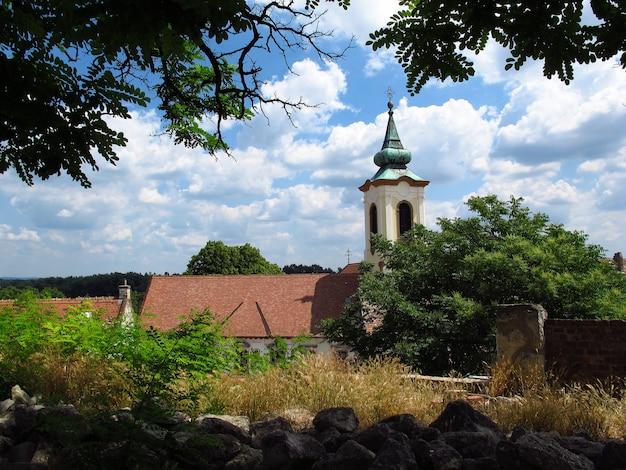 De kerk in szentendre-stad in het land van hongarije