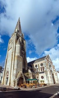 De kerk saint jean baptiste van langeais, indre-et-loire, loire-vallei, frankrijk.