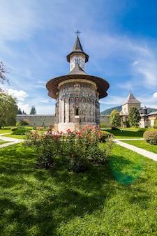 De kerk van sucevita-klooster in bucovina roemenië