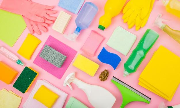 De kleurrijke schoonmakende vlakke vlakte van de hulpmiddelensamenstelling