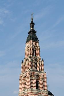 De klokkentoren van de kathedraal van de aankondiging in charkov. oekraïne