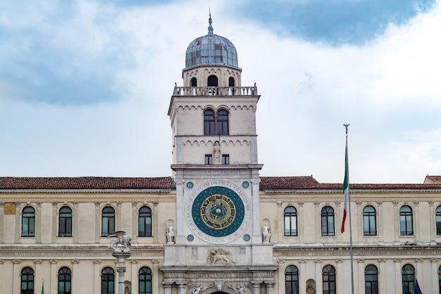 De klokkentoren van padova, italië, veneto