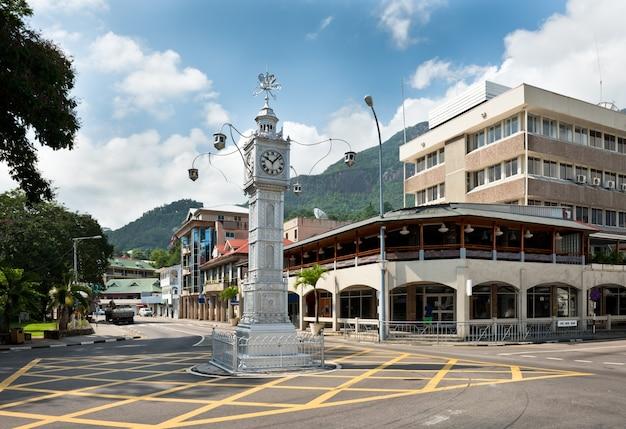 De klokkentoren van victoria, ook wel bekend als little big ben, seychellen