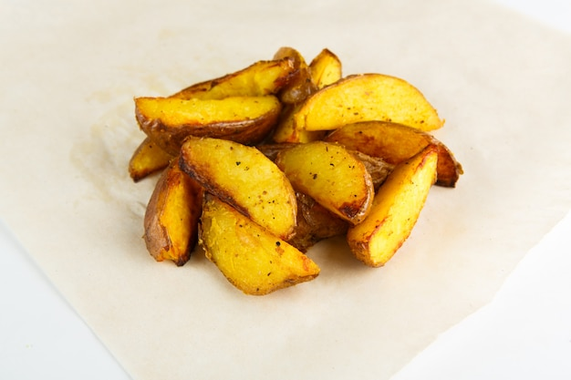 De knapperige gebraden of close-up van gebakken aardappelwiggen