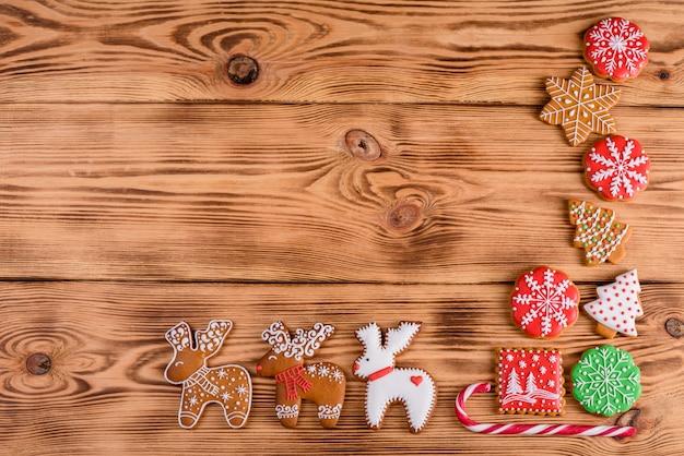 De koekjesachtergrond van de kerstmis eigengemaakte peperkoek
