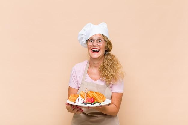 De kokende wafels van de middelbare leeftijd van de bakkersvrouw