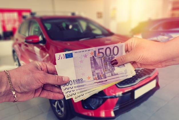 De koper geeft de verkoper een euro om een contract aan te gaan om een auto te kopen of te leasen.