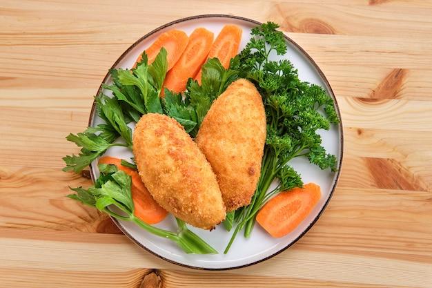 De kotelet van kiev - traditionele gehakte kippenfilet