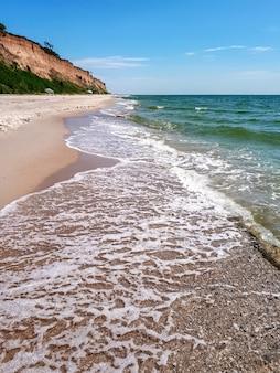 De kust van de zwarte zee in kurortnoye