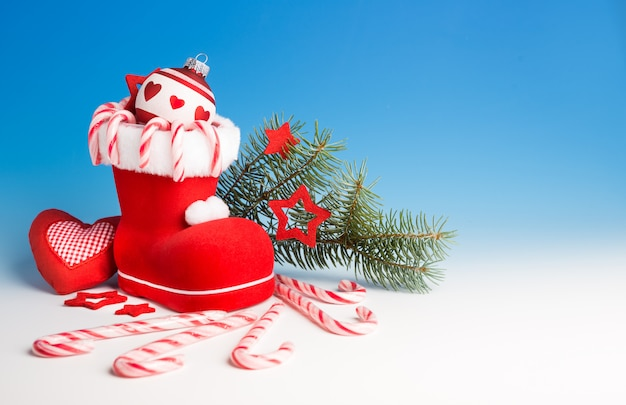 De laars van de kerstman en kerstversieringen