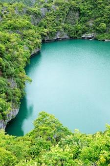 De lagune genaamd 'talay nai' in het moo koh ang tong national park