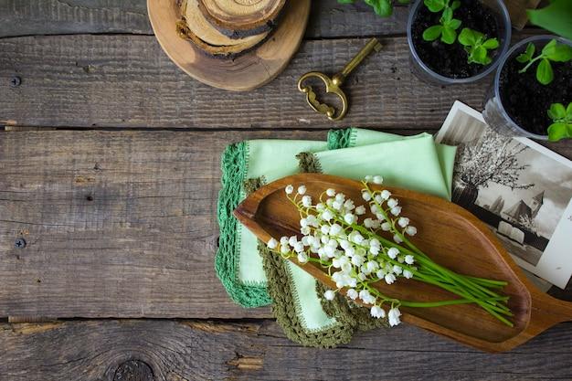 De lentetijd houten lelietje-van-dalen