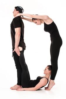 De letter o gevormd door gymnastenlichamen