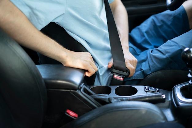 De levensreddende veiligheidsgordels, maak de veiligheidsgordels altijd vast in de auto, veiligheidsbescherming voor bestuurder en passagier