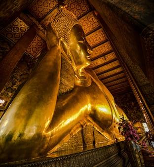 De liggende boeddha van wat pho, bangkok, thailand