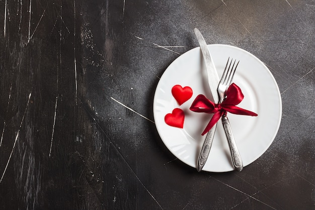 De lijst die van de valentijnskaartendag romantisch diner plaatst huwt me huwelijk met plaat