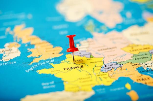 De locatie van de bestemming op de kaart van frankrijk wordt aangegeven door een rode punaise
