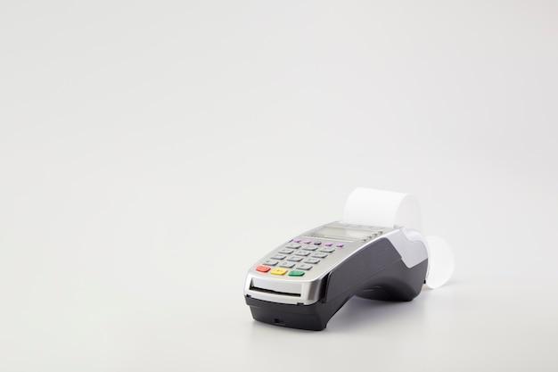 De machinelezer van de creditcard op wit