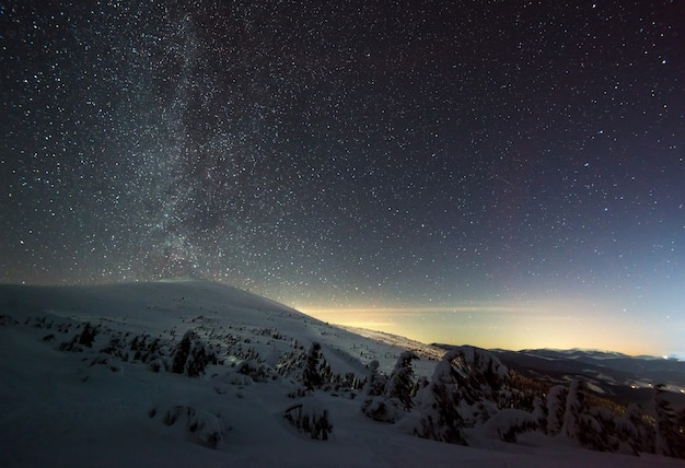 De magische sterrenhemel met roze waas