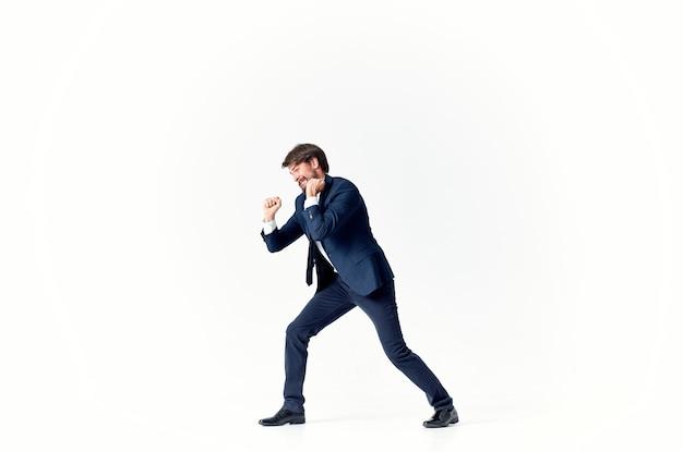 De man in een pak emoties succesvolle kantoorstudio