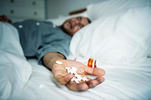 De man overdosis met medicijnen