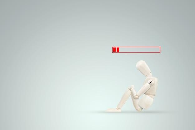 De marionetpop heeft geen energie meer, de batterij is leeg. het concept van vermoeidheid, emotionele burn-out, luiheid, slechte werknemer, uitstel.
