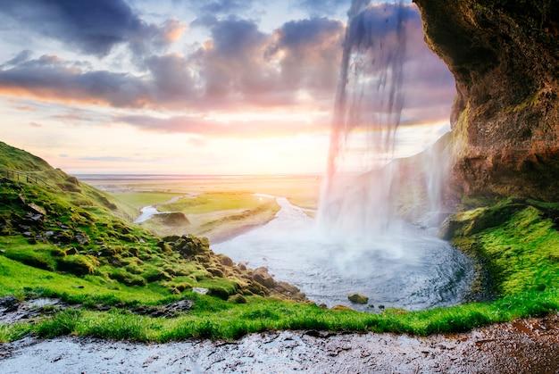 De meest beroemde ijslandse waterval